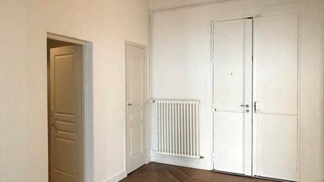Location appartement Paris 10ème 2838€ CC - Photo 9