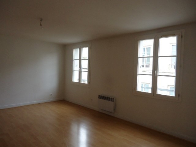 Rental apartment Cognac 343€ CC - Picture 3