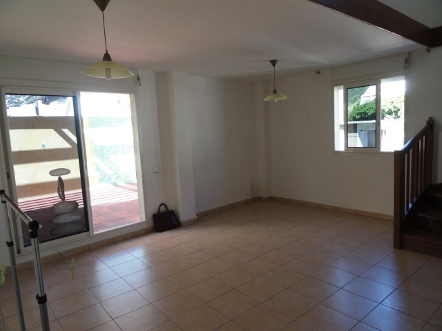 Location appartement St denis 1 200€ CC - Photo 2