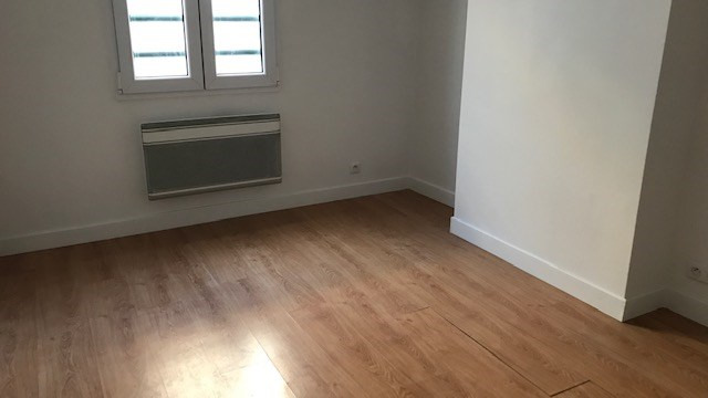 Location appartement Paris 19ème 1 100€ CC - Photo 1