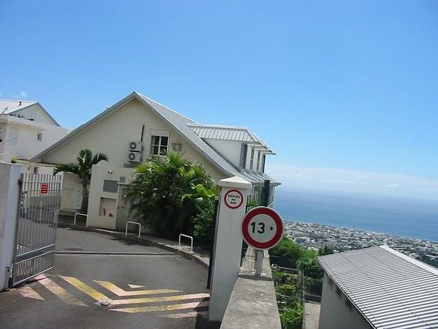 Location appartement St denis 554€ CC - Photo 1