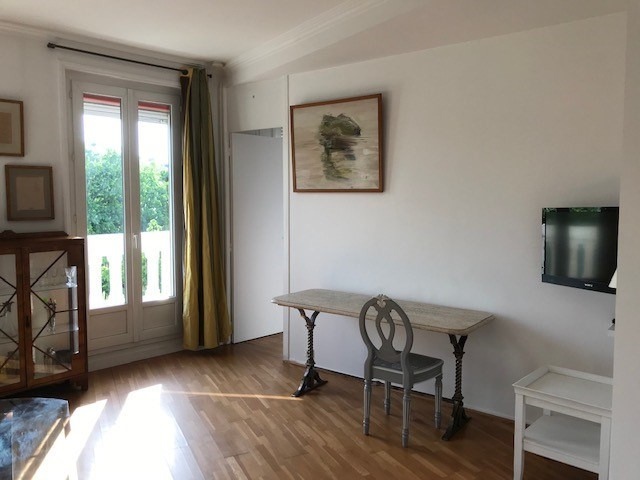 Location appartement Paris 8ème 2 200€ CC - Photo 4