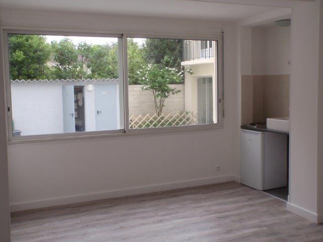 Rental apartment Les pavillons sous bois 520€ CC - Picture 1
