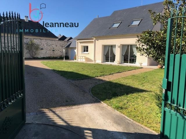 Sale house / villa Laval 312 000€ - Picture 1
