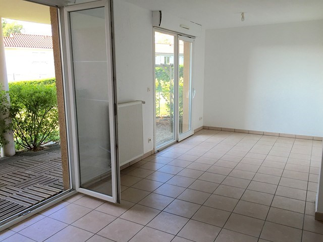 Rental apartment Roche-la-moliere 558€ CC - Picture 1