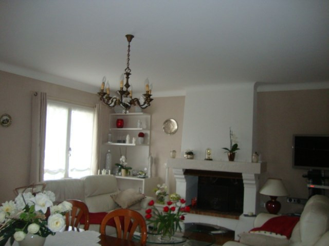 Sale house / villa Saint-jean-d'angély 274 300€ - Picture 6