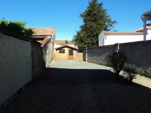 Vente immeuble Surgeres 185 000€ - Photo 2