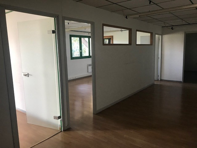 Location bureau La tour du pin 590€ CC - Photo 3