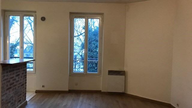 Rental apartment Paris 18ème 1238€ CC - Picture 2