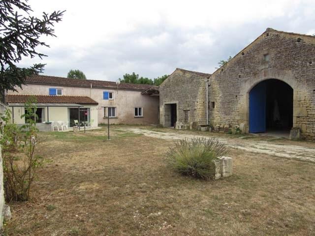 Vente maison / villa Saint-jean-d'angély 148500€ - Photo 1