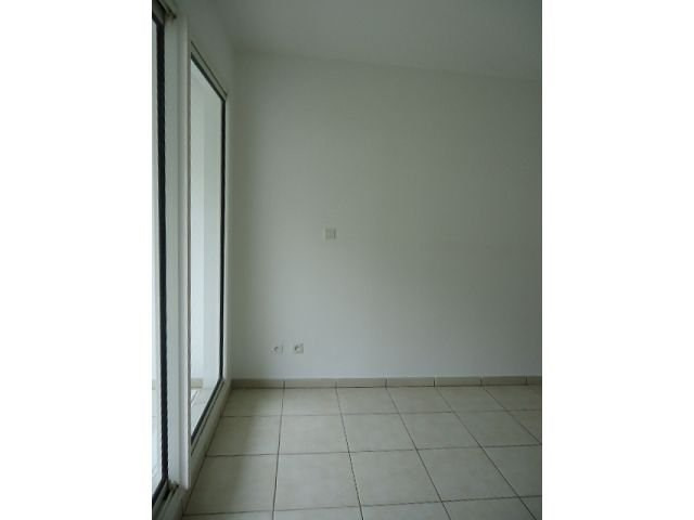 Location appartement St denis 360€ CC - Photo 2