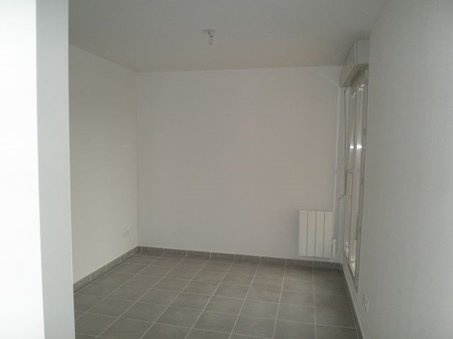 Rental apartment L isle d abeau 617€ CC - Picture 5