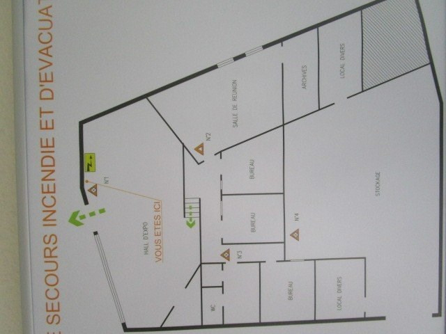 Location local commercial St lo 1 150€ CC - Photo 4