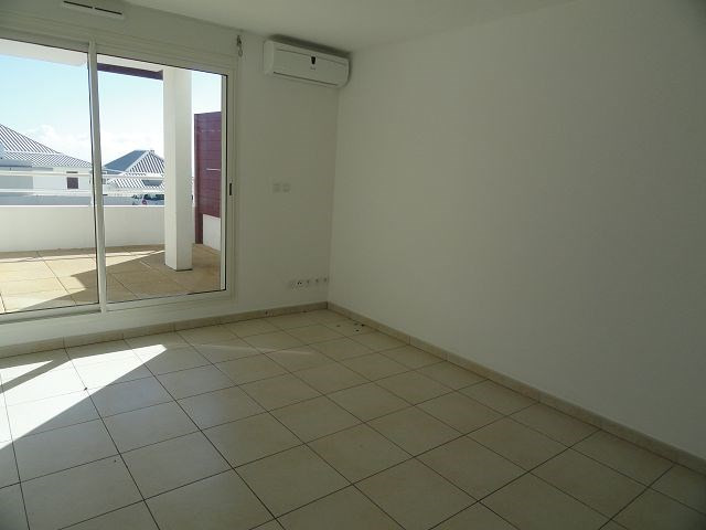 Location appartement Ste clotilde 363€ CC - Photo 2