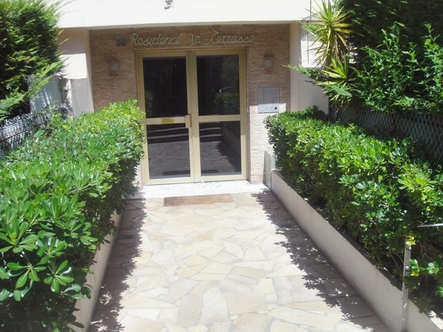 Sale apartment Nice 150 000€ - Picture 2