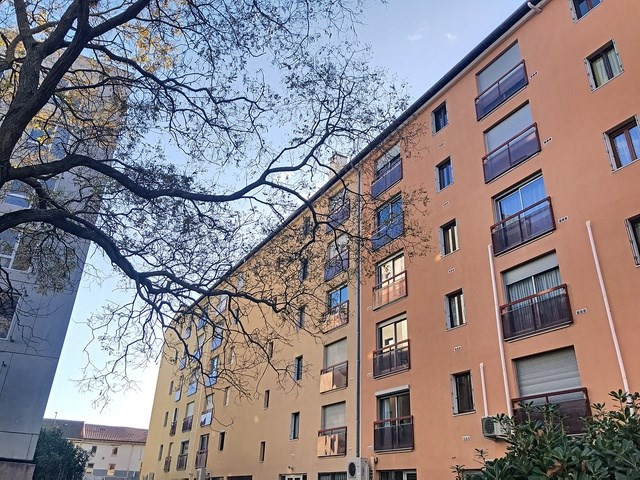 Verkoop  appartement Avignon 114450€ - Foto 9