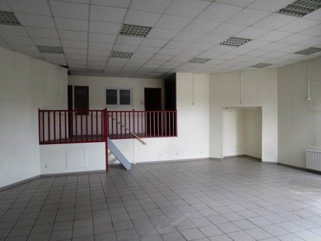 Location local commercial St lo 1 150€ CC - Photo 2