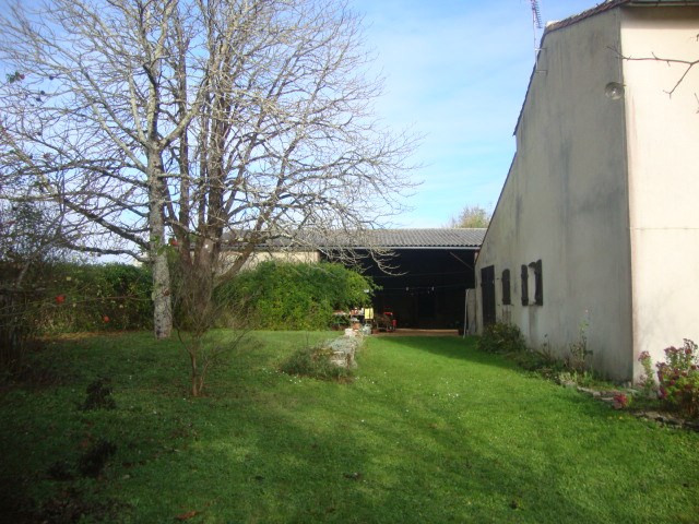 Sale house / villa Saint jean d'angely 164 300€ - Picture 2