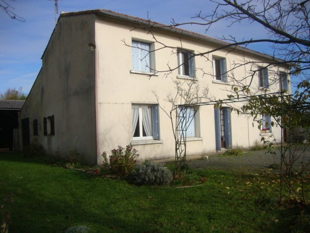 Sale house / villa St jean d'angely 164 300€ - Picture 1