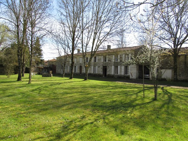 Vente maison / villa Saint jean d'angély 75000€ - Photo 1