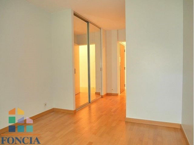 Rental apartment Suresnes 2 333€ CC - Picture 9