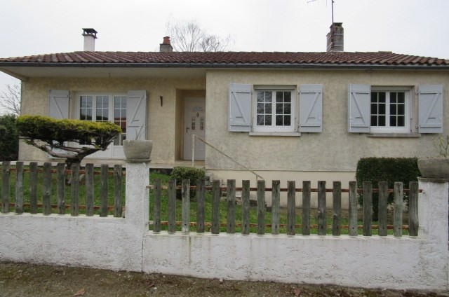 Sale house / villa Bords 161 120€ - Picture 2