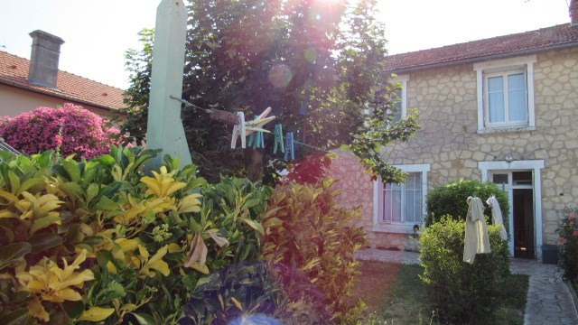 Sale house / villa Saint jean d4angely 90 750€ - Picture 1