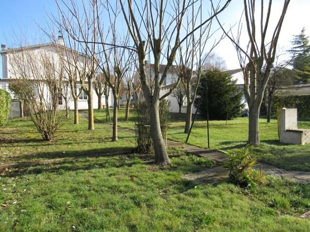 Sale house / villa Saint-jean-d'angély 231000€ - Picture 2