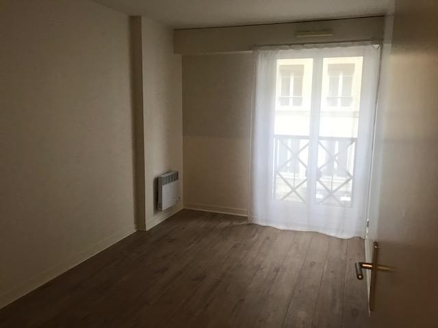 Location appartement Paris 15ème 2435€ CC - Photo 9