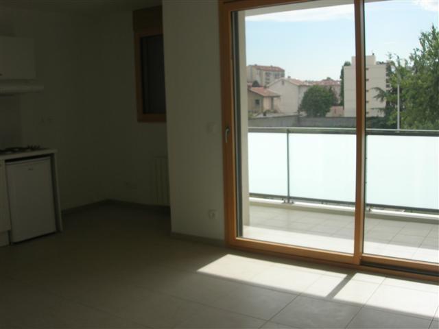 Location appartement Lyon 8ème 664€ CC - Photo 2
