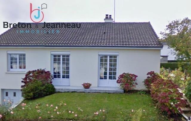 Sale house / villa Saint berthevin 159640€ - Picture 1