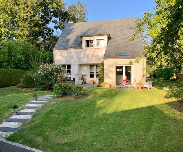 Rental house / villa Férolles-attilly 2090€ CC - Picture 1