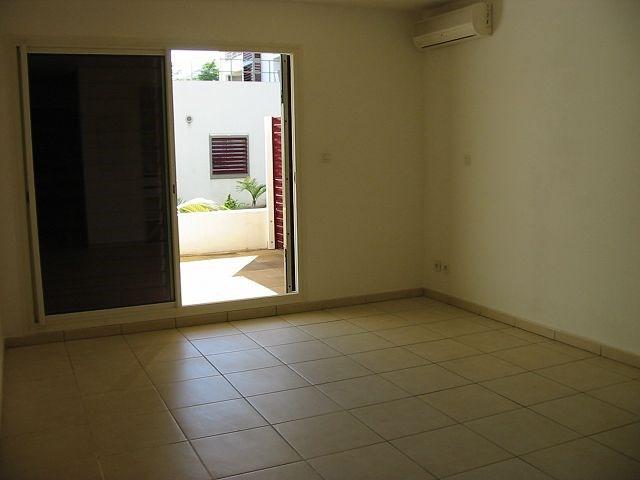 Location appartement St denis 375€ CC - Photo 2