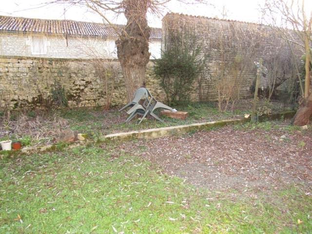 Vente maison / villa Saint-jean-d'angély 117000€ - Photo 2