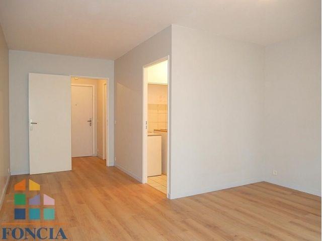 Rental apartment Suresnes 831€ CC - Picture 2