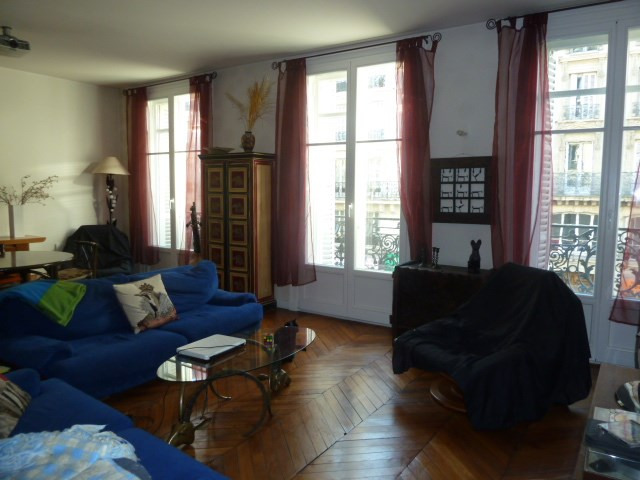 Sale apartment Paris 10ème 930 000€ - Picture 1
