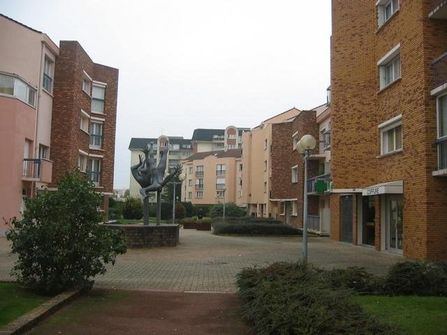 Rental apartment Maurepas 994€ CC - Picture 2