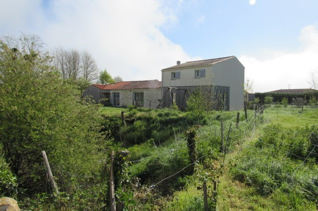 Sale house / villa La vallée 304 895€ - Picture 4
