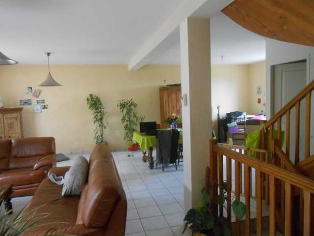 Locação casa Saint-genest-lerpt 930€ CC - Fotografia 3