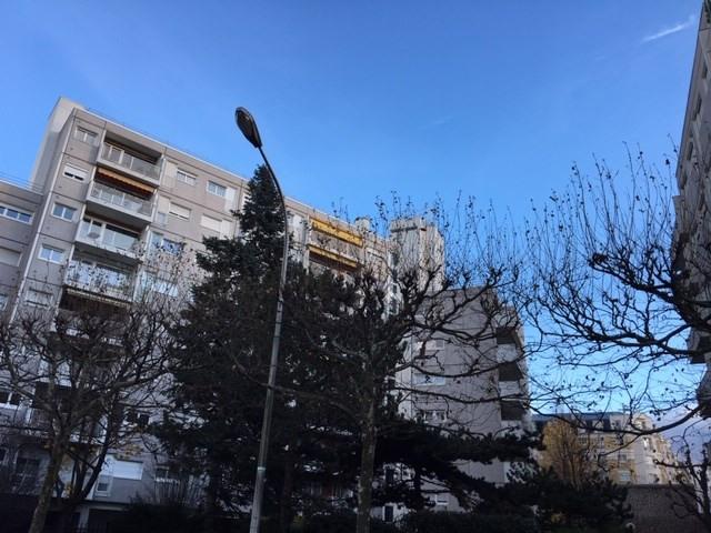 Location appartement Courbevoie 1140€ CC - Photo 1