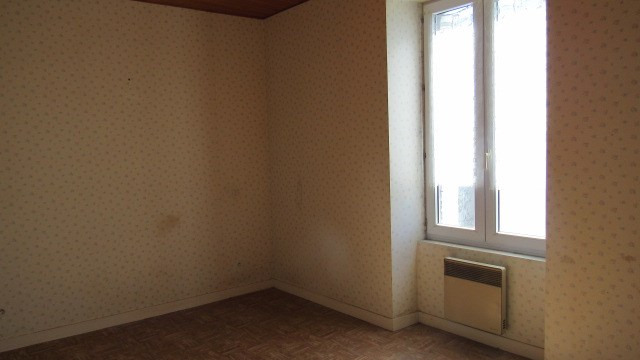 Sale house / villa Loulay 101 250€ - Picture 5