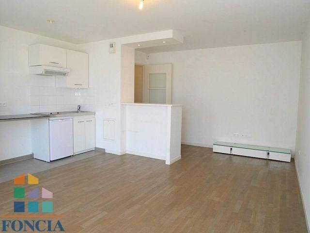 Rental apartment Suresnes 879€ CC - Picture 1