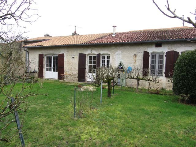 Vente maison / villa Saint jean d'angely 174 900€ - Photo 1