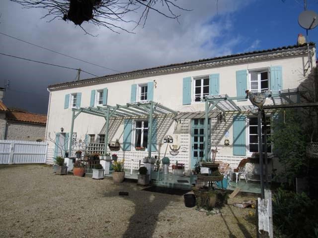 Vente maison / villa Saint-jean-d'angély 165360€ - Photo 1