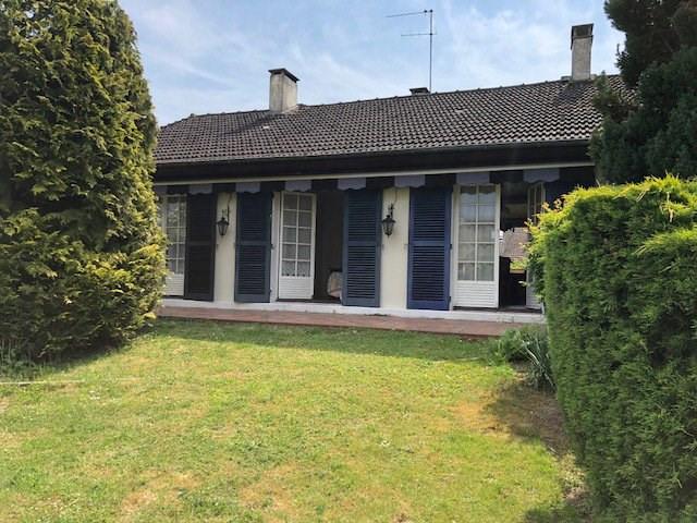 Maison de plain-pied avec grand jardin au centre ville de Montlh