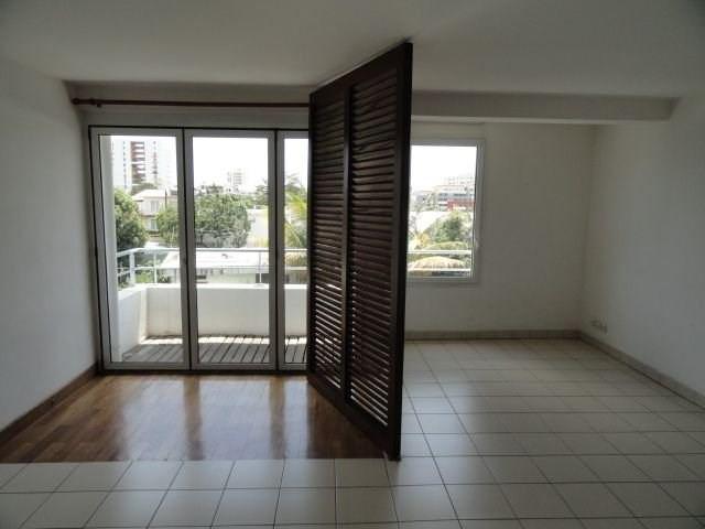 Location appartement St denis 495€ CC - Photo 2