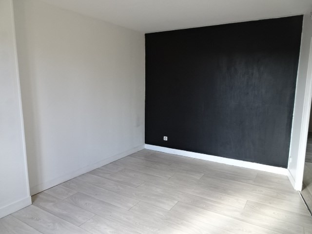 Location appartement Villefranche sur saone 349€ CC - Photo 2
