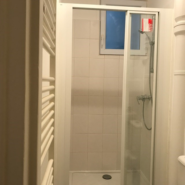 Location appartement Paris 18ème 1 300€ CC - Photo 5
