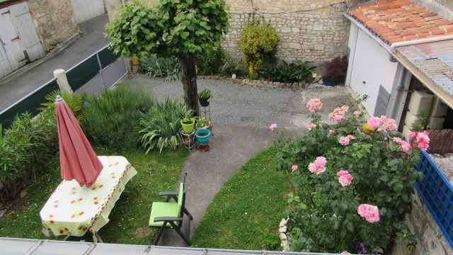 Sale house / villa Saint-jean-d'angély 169 600€ - Picture 2