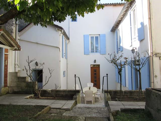 Sale house / villa Saint-jean-d'angély 233 200€ - Picture 1